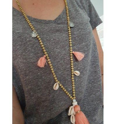 collar boho chic con conchitas y borlas rosa coral